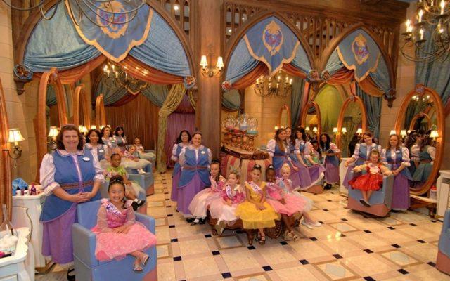 Bibbidi Bobbidi Boutique: dia de princesa na Disney