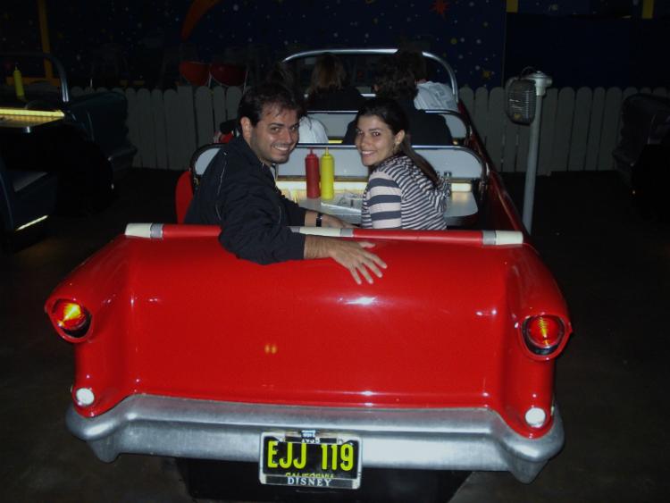 Renata e Michel Sci-Fi Dine-In