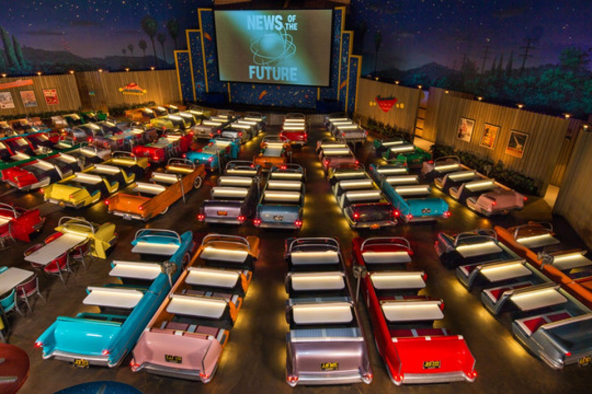 Sci-Fi Dine-In Theater: restaurante com drive-in na Disney