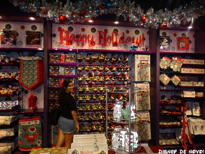 Loja-Days-of-Christmas-interior