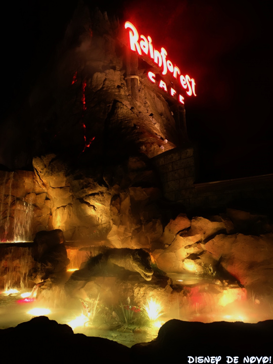 Rainforest_Cafe_Disney_Springs_Vulcao