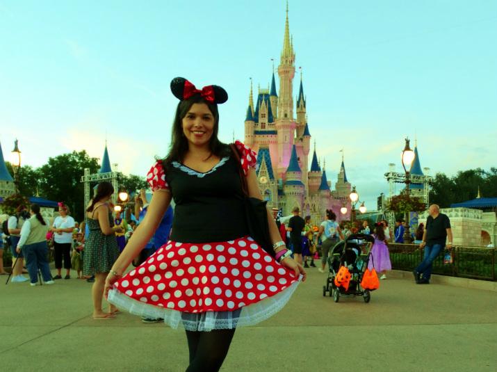 Halloween_Disney_Magic_Kingdom_Fantasia_Minnie