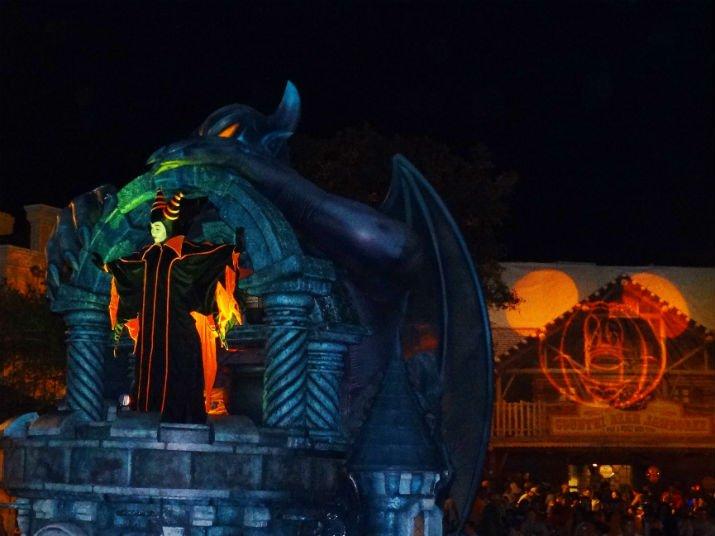 Halloween_Disney_Mickeys_Boo_to_You_Malevola