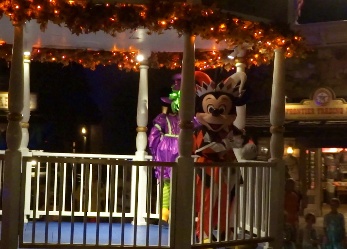 Halloween_Disney_Mickeys_Boo_to_You_Mickey