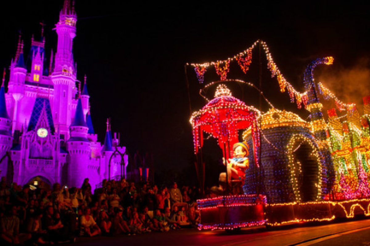 Refeição com vista VIP da Main Street Electrical Parade