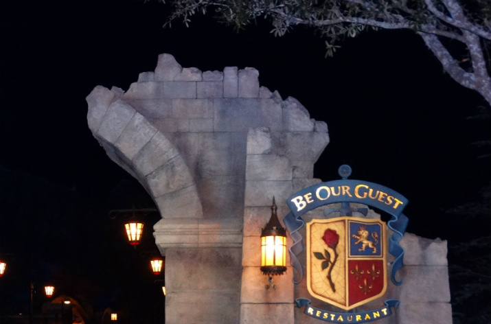 Be_Our_Guest_Entrada_noite