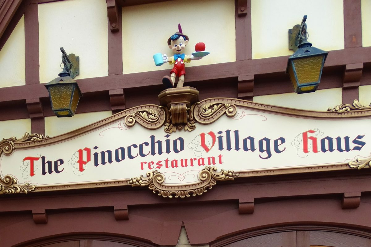 Pinocchio Village Haus- restaurante no Magic Kingdom
