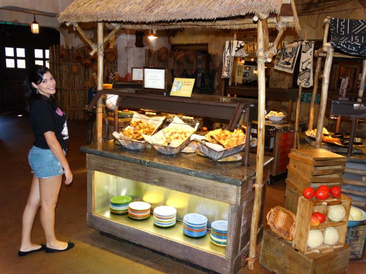Tusker House Animal Kingdom buffet comida