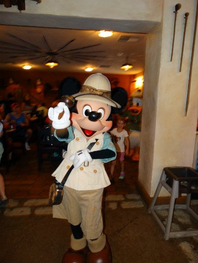 tusker_house_animal_kingdom_mickey_danca2