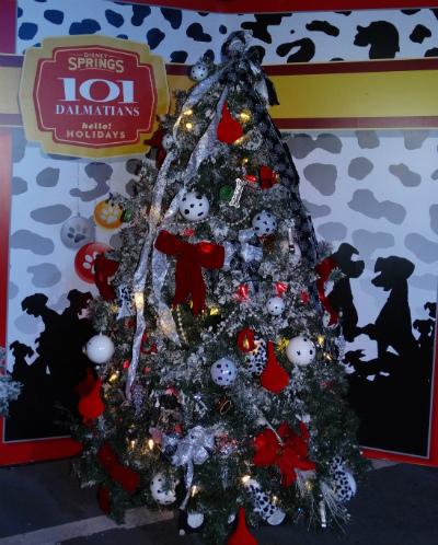 disney_christmas_tree_trail_101_dalmatas