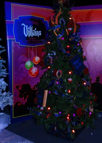 disney_christmas_tree_trail_alice_viloes