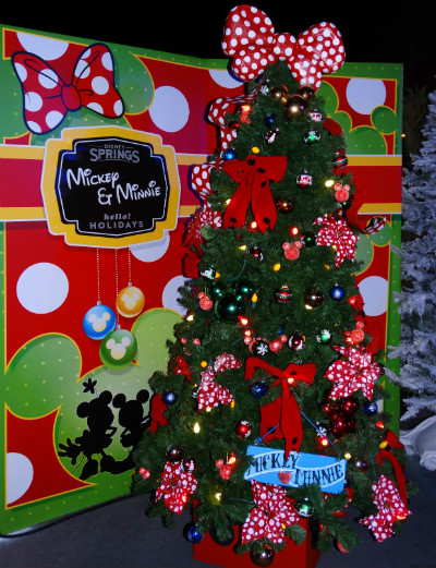 disney_christmas_tree_trail_mickey_minnie