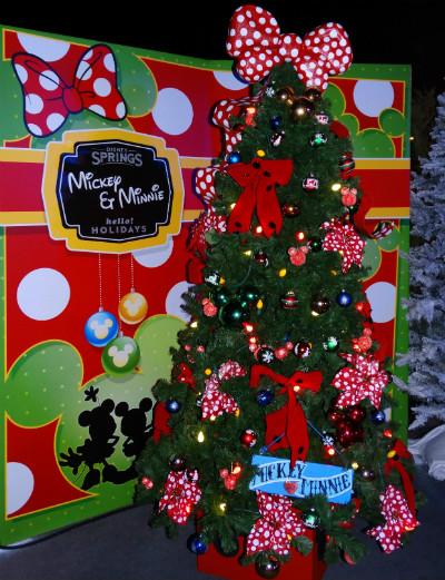 disney_christmas_tree_trail_mickey_minnie