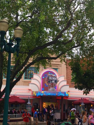Hollywood & Vine Entrada