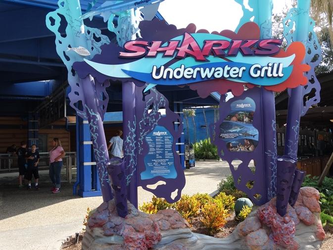 Sharks Underwater Grill Entrada