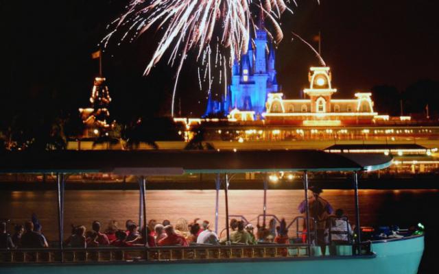 Pirates & Pals Fireworks- passeio em barco Pirata da Disney