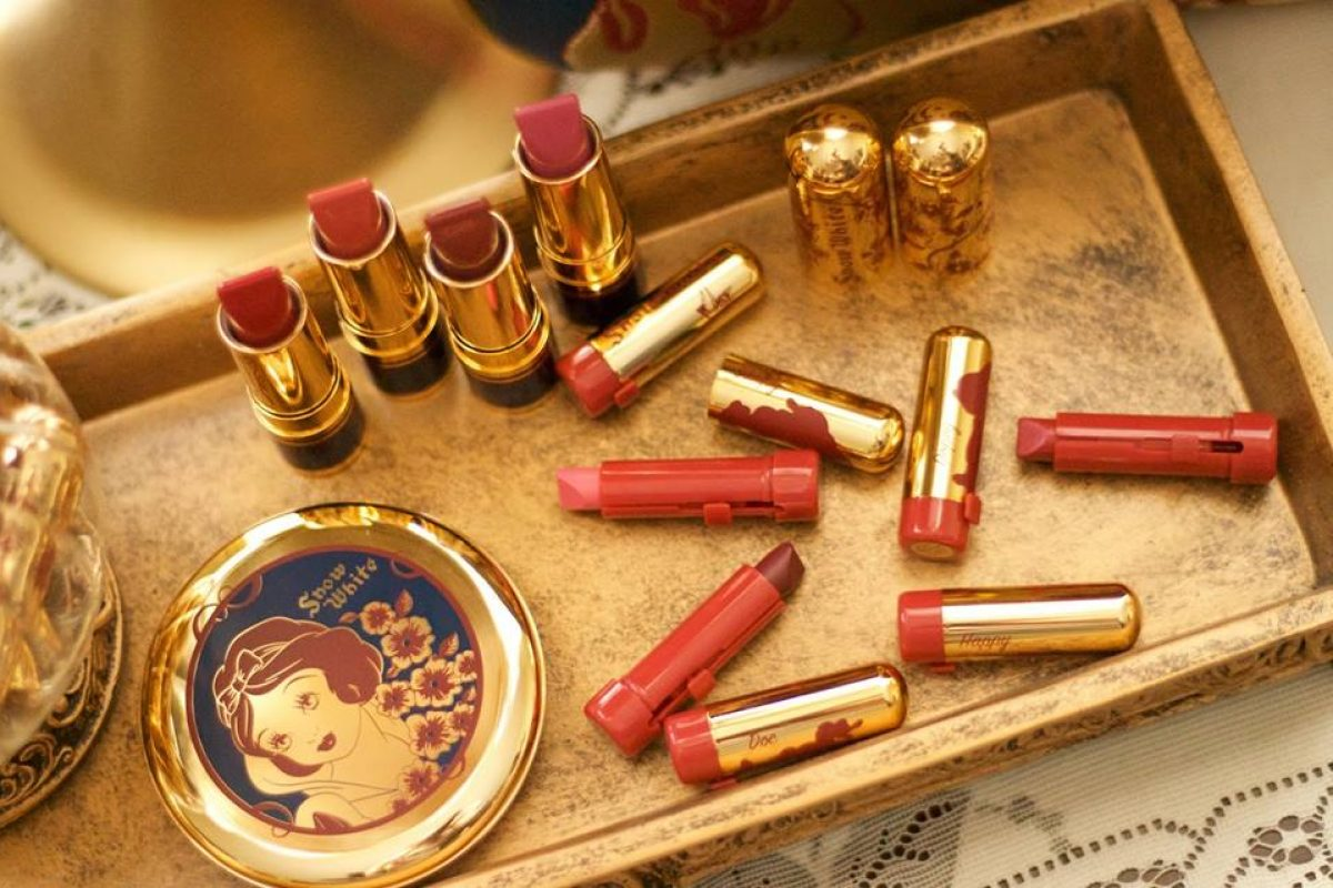 A linda coleção de maquiagem da Branca de Neve