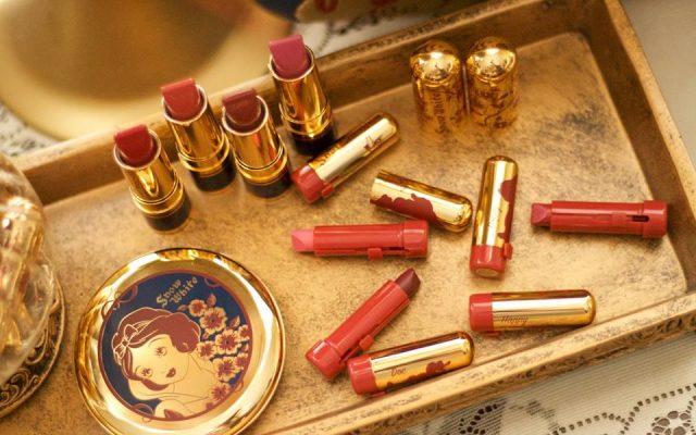 A linda coleção de maquiagem da Branca deNeve