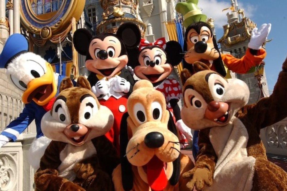 Disney irá contratar brasileiro para ajudar viajantes no Disney Moms Panel