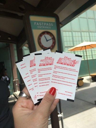 Disney California Fastpass fura-fila