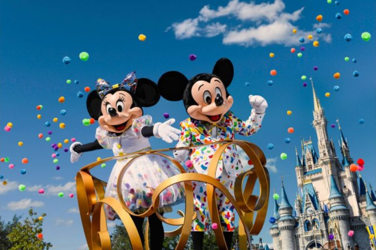 Mickey e Minnie terão roupa especial para celebrar os 90 anos!