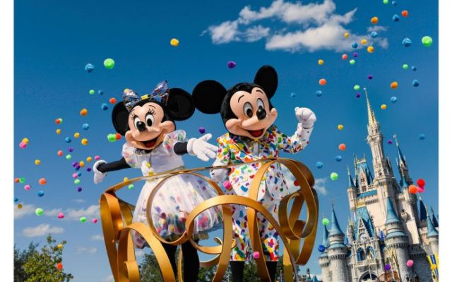 Mickey e Minnie terão roupa especial para celebrar os 90anos!