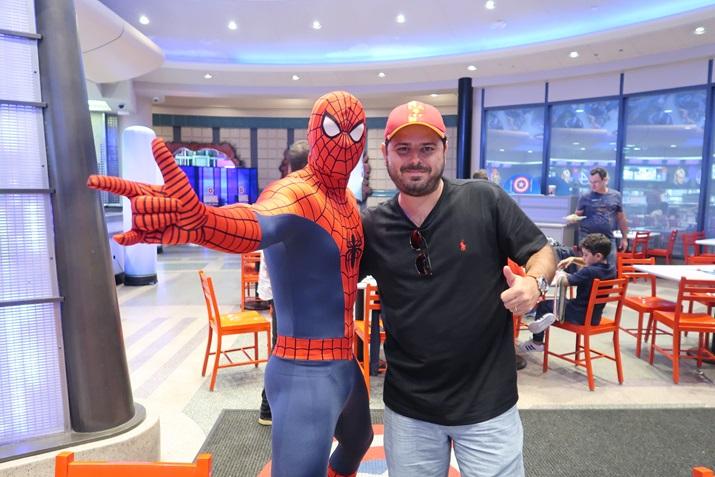 Jantar com os super heróis na Universal Homem Aranha