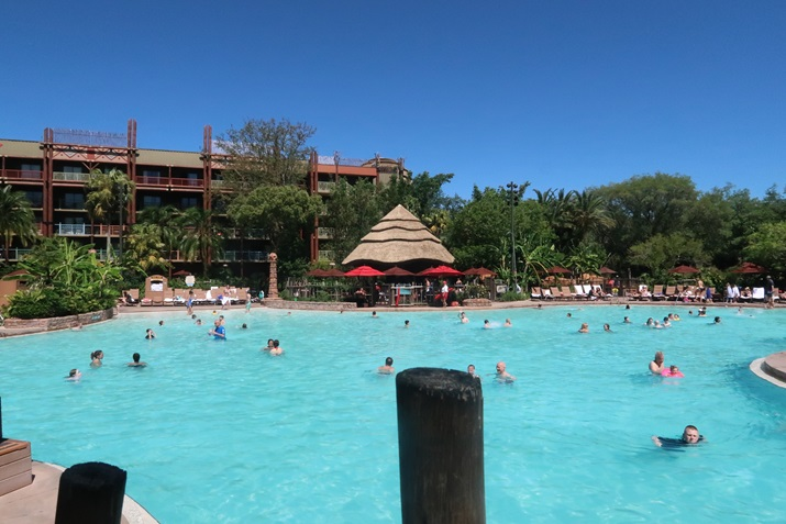 animal kingdom lodge piscina