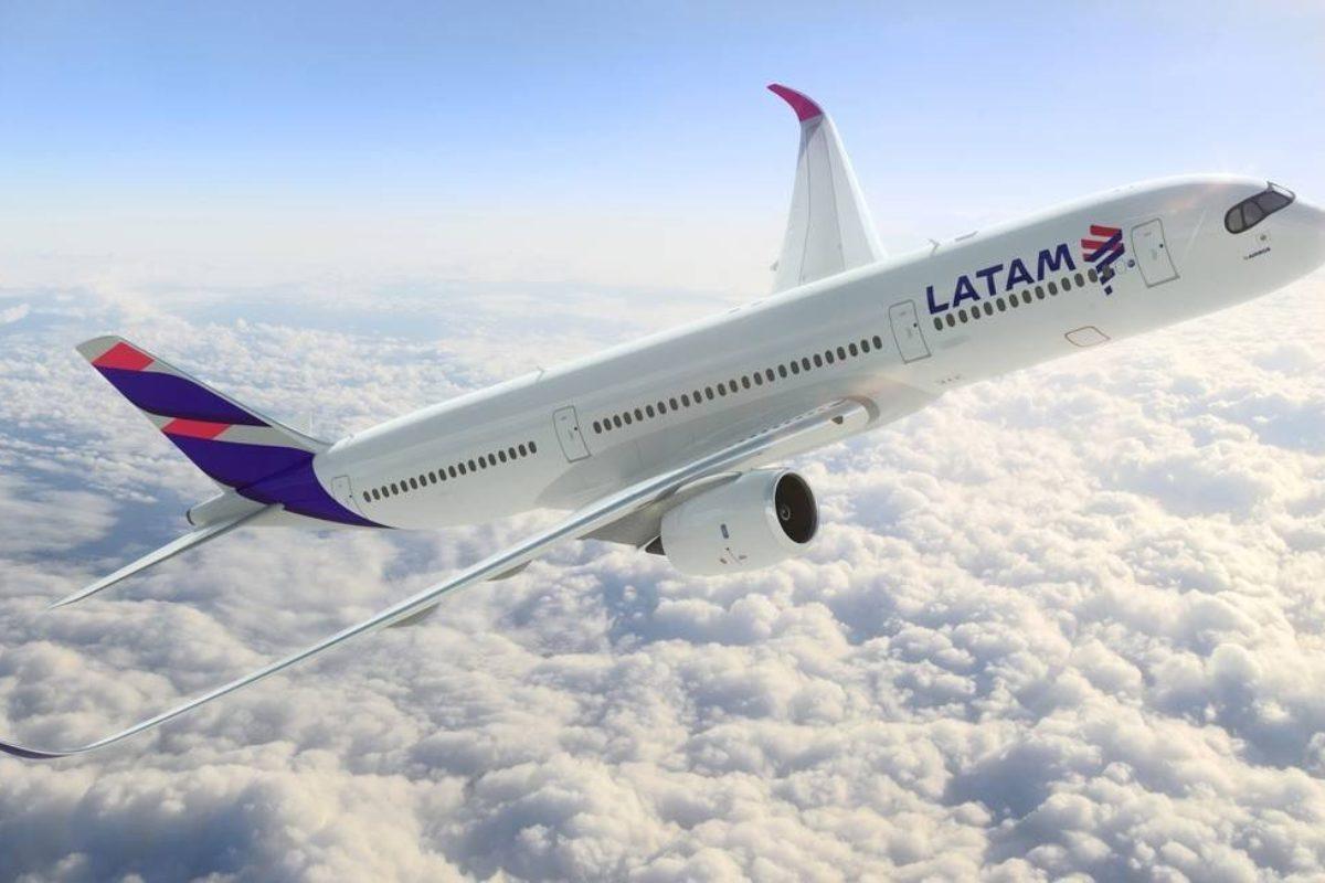LATAM irá cobrar por bagagem despachada em voos para os EUA