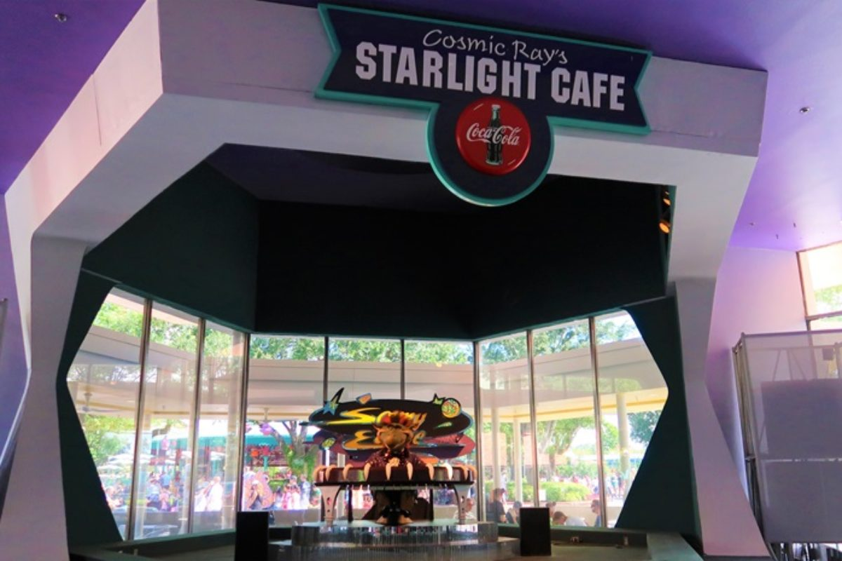Cosmic Ray's Starlight Café: comida rápida no Magic Kingdom
